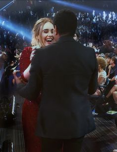 The 2 Hello people finally get to meet each other at the Grammy's 2015. Lionel Richie and Adele.