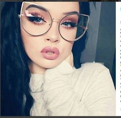 Fashion Eye Glasses, Cat Eye Glasses, Circle Glasses Mens, Womens Glasses Frames, Flower Sunglasses, Cute Glasses, Look Chic, Sunglass Frames, Vintage Ladies