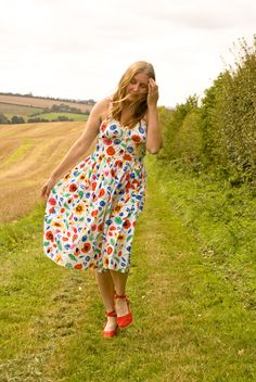 Jane Air Wears Vintage Dresses, Floral, Skirts, How To Wear, Fashion, Vintage Gowns, Moda, Fashion Styles, Skirt