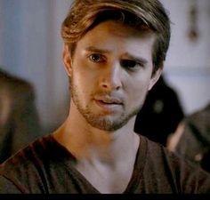 Jason in season 6 episode 1 PLL #prettylittleliars #drewvanacker