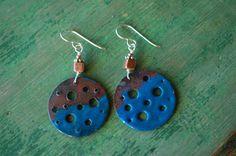 Torch enameled Copper earrings. por lorikovash en Etsy
