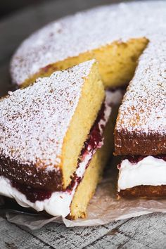 Classic Victoria Sponge Cake Recipe ~ this Victoria Sponge, aka Victoria Sandwich, is a British afternoon tea cake made with fresh whipped cream and raspberry jam sandwiched between two layers of fluffy yellow cake. It& really hard to resist. Victoria Cakes, Victoria Sponge Cake, Afternoon Tea Cakes, Afternoon Tea Recipes, Strawberries And Cream Recipe, Strawberry Sauce, Strawberry Cheesecake, Classic Victoria Sponge, British Cake