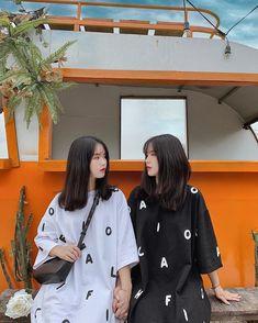 Korean Fashion Summer, Korean Girl Fashion, Ulzzang Fashion, Kpop Fashion Outfits, Korean Outfits, Korean Girl Photo, Cute Korean Boys, Matching Outfits Best Friend, Korean Best Friends