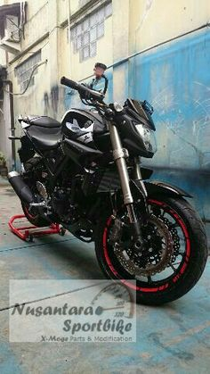 Perfect combination of Showa Inverted Fork X-ZX6R with Front Rim X-Zx14.  It's look more like a REAL Master Of Torque Series Bike. It's MT-25