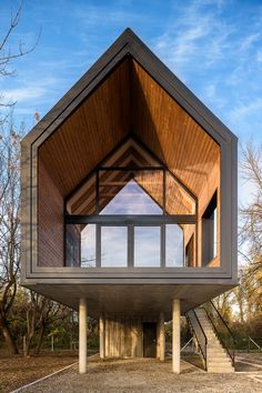 Located in Progar Ada, Serbia, this Small River House, designed by Remorker Architects in is an house, used as a vacation home. Mountain Cottage, Cottage In The Woods, Cabins In The Woods, Flooded House, Contemporary Cabin, Shed To Tiny House, Getaway Cabins, Building Exterior, River House