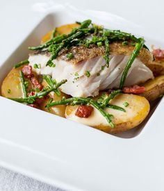 Pan-roast cod with confit Jersey Royals, pancetta, samphire and lemon. Cod and Jersey Royals make a fine meal in this recipe. Pancetta and samphire add further flavour to this exquisite dish Seafood Recipes, Cooking Recipes, Healthy Recipes, Tasty Meals, Lemon Recipes, Cod Loin Recipes, How To Cook Cod, Royal Recipe, Roasted Cod