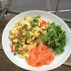 """Bosh Start your day off like a winner with a breakfast like this! Scrambled eggs with feta and smoked salmon More healthy fats and…"" paleo breakfast smoothie Bodycoach Recipes, Joe Wicks Recipes, Healthy Recipes, Healthy Breakfasts, Paleo Breakfast, Breakfast Recipes, Healthy Fats, Healthy Eating, Lean In 15"