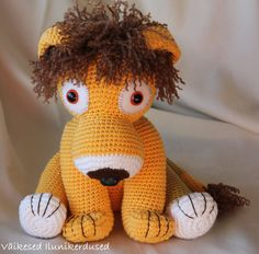 Hey, I found this really awesome Etsy listing at https://www.etsy.com/listing/205293423/pattern-lennart-the-lion-amigurumi-toy