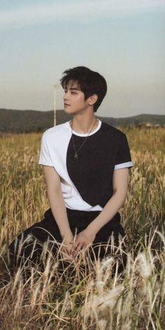 차은우 (Cha Eunwoo) // 이동민 (Lee Dongmin) Check out Astro y'all Handsome Korean Actors, Handsome Boys, Cute Korean, Korean Men, F4 Boys Over Flowers, Flower Boys, Song Kang Ho, Sung Kang, Song Wei Long