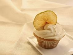 Weight Watchers~Apple Cupcakes with Cinnamon Vanilla Frosting Recipe – 5 Points + Vanilla Frosting Recipes, Cupcake Recipes, Dessert Recipes, Vanilla Icing, Fun Cupcakes, Cupcake Cakes, Cup Cakes, Filled Cupcakes, Baby Cakes