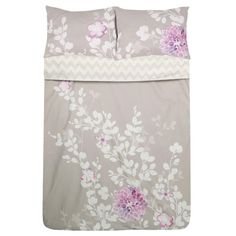 Cotton sateen duvet set with a chevron motif and 2 complementing floral pillow shams.     Product: 1 Duvet cover and 2 shams ...