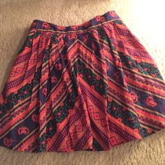 Free people Beautiful skirt! Can fit a small too! Free People Skirts