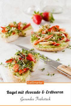 Bagel mit Avocado, Erdbeeren und Kresse - schnelles Rezept - einfaches Gericht - So gesund ist das Rezept: 7,9/10 | Eine Rezeptidee von EAT SMARTER | Backen, Vegan, Vegane Spargelrezepte, Veganes Frühstück, Vegane Snacks, Vegetarisch, Gemüse, Sprossgemüse, Bagel, Aufstrich #fruchtgemüse #gesunderezepte Vegan Food, Vegan Recipes, Avocado, Butter, Vegan Breakfast, Vegan Snacks, Veggie Food, Lawyer, Vegane Rezepte