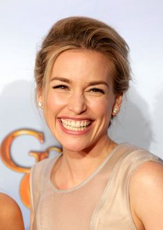 Piper Perabo...what an awesome smile