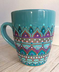 Boho mug (fun projects glass bottles)Lovely hand-painted mugLove this coffee mug. Really pretty color.Creative Gifts For Photographers [It doesn't have to be costly] Dot Art Painting, Pottery Painting, Ceramic Painting, Crackpot Café, Diy And Crafts, Arts And Crafts, Painted Cups, Hand Painted Mugs, Mandala Dots