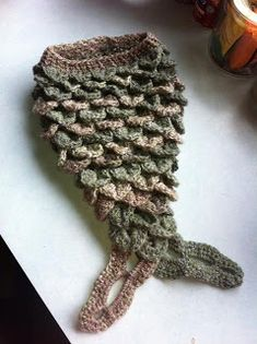baby cocoon mermaid-tail free pattern. -I'll never be good enough to make this, but it deserves to be pinned!