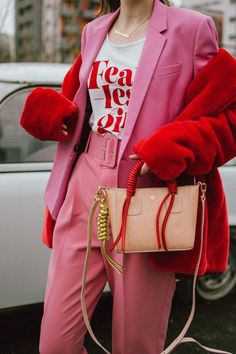 The non cheesy pink and red Valentine's Day outfit Pink high waisted peg trousers, blush pink pants, trousers with high waist and big belt, the cute pink trousers from zara, topshop tailored pink Valentine's Day Outfit, Outfit Jeans, Outfit Of The Day, Red Trousers Outfit, Pink Blazer Outfits, Pink Pants Outfit, Loafers Outfit, Gucci Outfits, Gucci Loafers