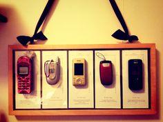 """Från Linda Ekberg: """"I svenska hem finns uppskattningsvis 15 miljoner mobiltelefoner som inte används. På bilden ser du mitt konstverk """"telefonkyrkogården"""" som illustrera detta. Det är en tidslinje från min första mobiltelefon tills min senaste. Telefoner som jag tydligen hamstrat på och som jag hittade när jag rensade bland gamla saker.     Varning! Testa inte detta hemma. Lämna istället in gamla elektronikprodukter på din närmaste återvinningsstation. Hitta vart den ligger på…"""
