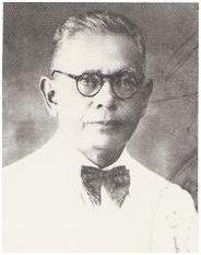 ABDOEL MOEIS: Abdoel Moeis (lahir di Sungai Puar, Bukittinggi, Sumatera Barat, 3 Juli 1883 –  meninggal di Bandung, Jawa Barat, 17 Juni 1959 pada umur 75 tahun) adalah seorang sastrawan dan wartawan Indonesia. Pendidikan terakhirnya adalah di Stovia (sekolah kedokteran, sekarang Fakultas Kedokteran Universitas Indonesia), Jakarta akan tetapi tidak tamat.