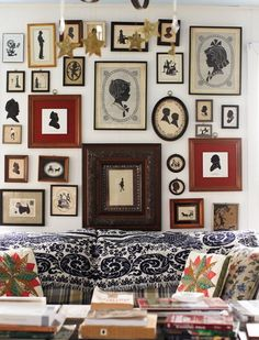 Silhouette wall collaged Related posts:gallery wall collage for the dorm room. Interior Design Blogs, Gallery Wall Frames, Gallery Walls, Vintage Silhouette, Silhouette Frames, Interiores Design, Picture Wall, Decorating Your Home, Sweet Home