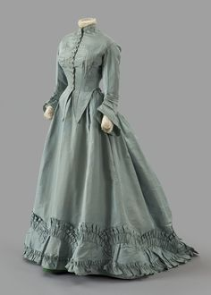 Worth afternoon dress ca. 1867 From the Albany Institute of History & Art Worth afternoon dress ca. 1867 From the Albany Institute of History & Art Worth visiting dress ca. 1800s Dresses, Victorian Era Dresses, Victorian Era Fashion, Victorian Gown, 1800s Fashion, Victorian Costume, Old Dresses, Vintage Fashion, Fashion Goth