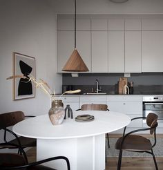 Stylish interior composition, for a home of a young couple, turns this small apartment in the Swedish city of Gothenburg into wonderful example of modern Minimalist Interior, Minimalist Living, Inspiration Design, Interior Inspiration, Big Area Rugs, Walnut Dining Chairs, Earthy Home Decor, Interior Minimalista, One Bedroom Apartment