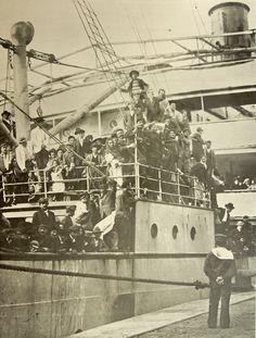 Inmigrantes arribando al puerto de Buenos Aires, 1910.