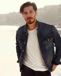 Turkish Men, Turkish Beauty, Turkish Actors, Beard And Mustache Styles, Beard No Mustache, Best Young Actors, Hot Actors, Boy Photography Poses, Hollywood Actor