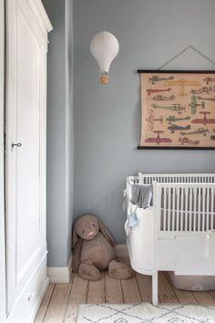 Sarah og Christian var tæt på at købe sig fattige i farveprø Decor Room, Nursery Decor, Nursery Boy, Nursery Inspiration, Nursery Neutral, Baby Furniture, Kid Spaces, Boy Room, Kids Bedroom