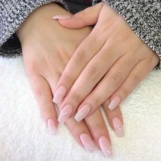False nails have the advantage of offering a manicure worthy of the most advanced backstage and to hold longer than a simple nail polish. The problem is how to remove them without damaging your nails. Polygel Nails, Nude Nails, Pink Nails, Coffin Nails, Gel Manicure, Shellac, Blush Nails, Manicure Ideas, Nail Ideas
