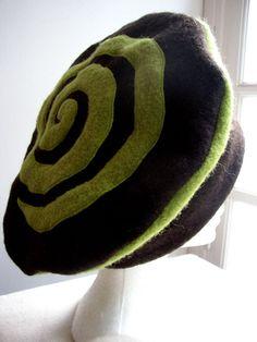 Béret haut laine bouillie noire et anis                                                                                                                                                                                 Plus