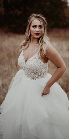 plus size ball gowns wedding dresses with spaghetti straps lace top ruffled skir. plus size ball gowns wedding dresses with spaghetti straps lace top ruffled skirt Size Brautkleider Vintage 12 Plus Size Ball Gowns Wedding Dresses Wedding Dinner Dress, Dresses Elegant, Plus Size Wedding Gowns, Stunning Wedding Dresses, Wedding Dress Sleeves, Best Wedding Dresses, Gown Wedding, Wedding Cakes, Wedding Rings