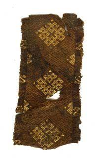 Die Gräber aus der Familie Kaiser Konrads II. datieren in das 10. und 11. Jahrhundert, entsprechend sind die Textilfunde einzuordnen. Worms