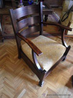 Antiguo sillón de original diseño en madera noble y en buen estado, 330 €