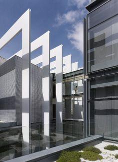 Campus Repsol | Rafael de la-Hoz Arquitectos; Photo: Alfonso Quiroga | Archinectt