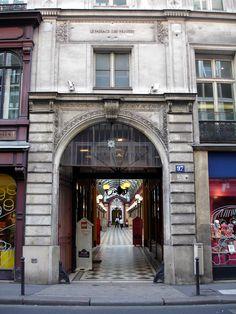 Paris_-_Passage_des_Princes_01.jpg (Image JPEG, 1024×1365 pixels) - Redimensionnée (55%)