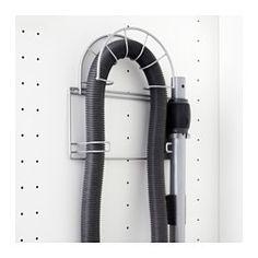IKEA - VARIERA, Staubsaugerzubehörhalter, Kann an der Schrankinnenseite montiert werden - so wird der Staubsauger leicht zugänglich.