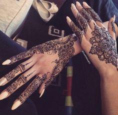 51 trendy Ideas for indian bridal henna mehndi body art Henna Hand Designs, Mehndi Design Pictures, Best Mehndi Designs, Beautiful Henna Designs, Mehndi Designs For Hands, Henna Tattoo Designs, Henna Tattoo Hand, Henna Mehndi, Henna Mandala