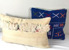 Handmade vintage wedding pillows cover. Also known as Handira cushions.  33 x 53 cm/ 13 x 20.8 inch  These wedding pillows are handwoven on a loom by Berber women from the middel Atlas Mountains of Morocco, with sheep's wool, natural cotton and linnen. Traditionally made for a Berber wedding dowry along with wedding Blankets.