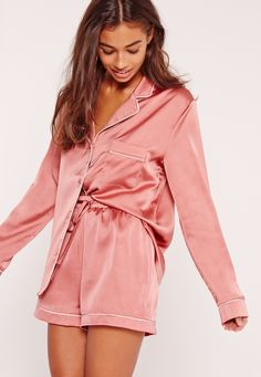 Elevate your nightwear into something special and slip into this luxe silk robe - featuring contrast piping, a dreamy pink hue and a kimono style. Pyjama Sexy, Pyjama Satin, Silk Pajama Sets, Pyjamas Silk, Pink Silk Pajamas, Satin Pajamas, Pajamas For Teens, Cute Pajamas, Dream Closets