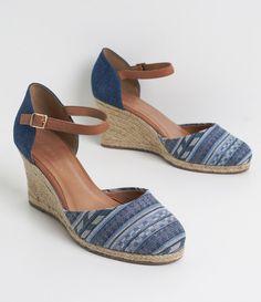 Sapato feminino  Material: jeans  Anabela  Marca: Satinato     COLEÇÃO VERÃO 2017     Veja outras opções de    sapatos femininos.