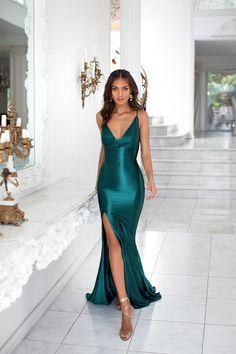 Emerald formal/prom dress - Alamour The Label Source by geworkjan dresses australia Deb Dresses, Pretty Prom Dresses, Fitted Prom Dresses, Gala Dresses, Beautiful Dresses, Satin Dress Prom, Green Satin Dress, Satin Formal Dress, Straps Prom Dresses