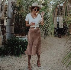 Casual summer outfits - 60 Vintage Summer Outfit Ideas to Beautify Your Style summeroutfitsideas summeroutfits vintageoutfits Vintage Summer Outfits, Casual Summer Outfits, Trendy Outfits, Cute Outfits, Professional Summer Outfits, Midi Skirt Outfit Casual, Spring Outfits, Long Skirt Outfits For Summer, Earthy Outfits