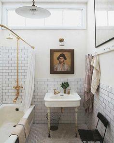 Interior inspiration: Vintage bathrooms ideas - Go Scandinavian - Model Home Interior Design Bad Inspiration, Bathroom Inspiration, Interior Inspiration, Home Interior, Bathroom Interior, White Bathroom, Marble Bathrooms, Brass Bathroom, Minimal Bathroom