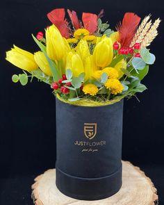 #tulpe #yellowtulips #luxurybox #floraldesign #justforyou #justflowerch #surprise #geschenkideen Planter Pots, Just For You, Instagram, Tulips