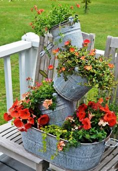 Galvanized tub fountain, water garden, ottoman or just a planter, see these 18+ creative DIY galvanized tub uses in the garden!