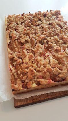 süß – sauer – saftig -> eine geniale Kombination 🙂 Besonders im Herbst einer meiner Lieblings-Blechkuchen, da hier die Zwetschgen Saison haben. Banana Bread, Desserts, Food, Sheet Cakes, Autumn, Pies, Bakken, Tailgate Desserts, Deserts