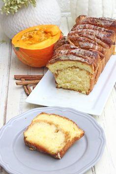 Pumpkin Pull-Apart Bread Rezept - Süsses Zupfbrot, mit Kürbis, Zimt und Zucker verpackt, wahnsinnig lecker! Es ist sehr einfach zumachen und schmecht zart, weich und himmlisch. #pumpkimpullapartbread ##pumpkimpullapart ##pumpkimpullapartcake #pumpkinbread #zupfbrot #kürbisbrot #kürbisbrotbacken #zimt Chef Recipes, Bread Recipes, All You Need Is, Pull Apart Bread, Sweet Bakery, Cupcakes, Pumpkin Bread, Fabulous Foods, Good Food
