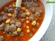 Yine bir anne yemeğiyle sizlerleyiz, Nohutlu Sulu Köfte… We are with you again with a mother's meal, Juicy Meatballs with Chickpeas … Juicy Meatball Recipe, Chicken Meatball Recipes, Chicken Meatballs, Meatloaf Recipes, Meat Recipes, Turkish Recipes, Ethnic Recipes, Classic Meatloaf Recipe, Arabic Food