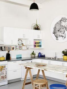 Como nos gustan estas casas donde se respira el arte en cada rincón. Esta vez, os mostramos una Casa con Arte en Melbourne, Australia.Ecléctica, llena de lu